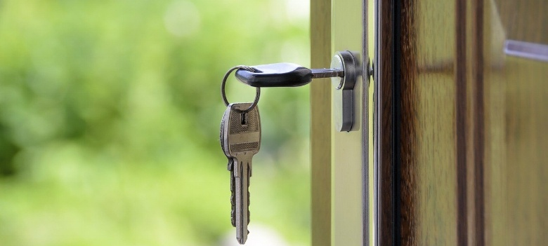 keys-in-front-door-of-house-because-buyers-got-home-loan-pre-approval